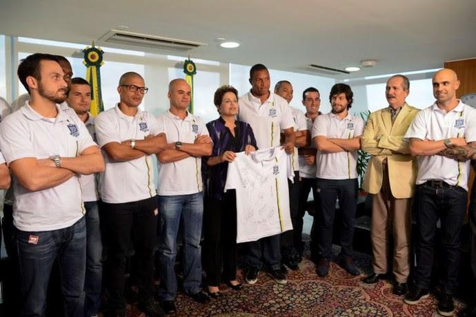 Dilma recebe jogadores do movimento Bom Senso FC (Foto: Agência Brasil)
