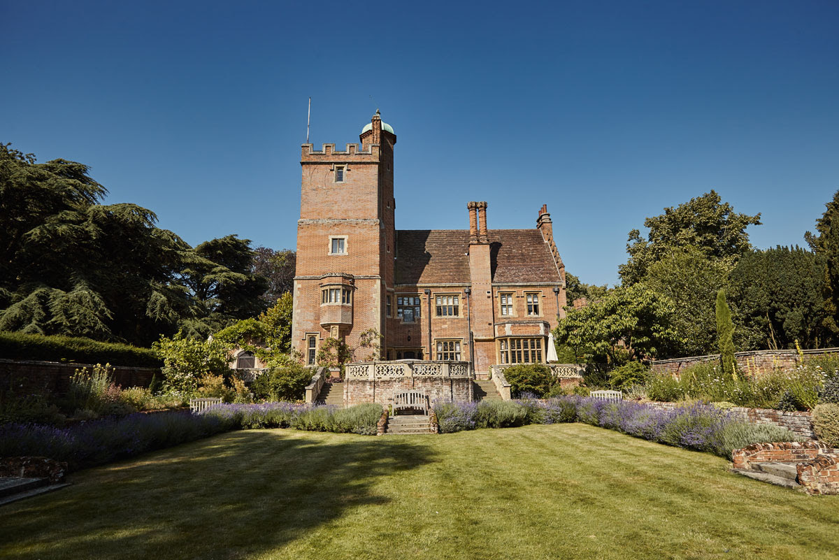 Beautiful Suffolk Wedding Venue - Lanwades Hall Wedding Photos - helloromancephotography.com