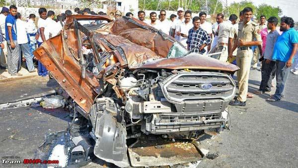 Ford Ecosport Tyres Burst On Highway Near Nizamabad All