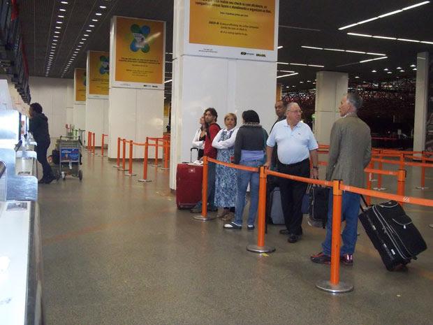 Movimento no Aeroporto de Brasília por volta das 7h desta quinta-feira (20) (Foto: Rafaela Ceo/G1)