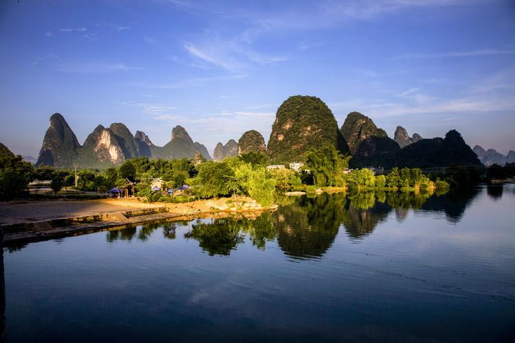 Yangshuo, um condado de karst landforms