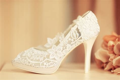 How to Look Stylish and Beautiful in Casual Wedding