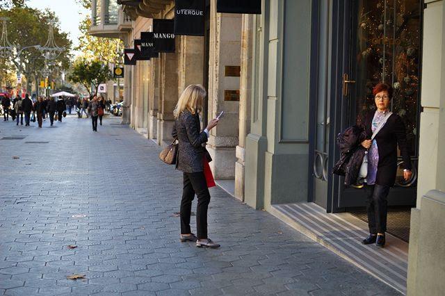 Shopping at Passeig de Gracia  [enlarge]