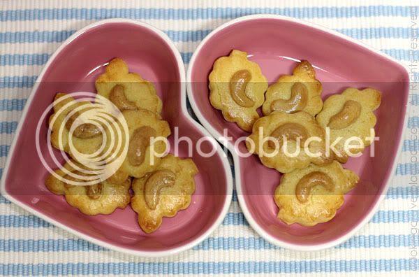 Crispy Cashew Nut Cookies1