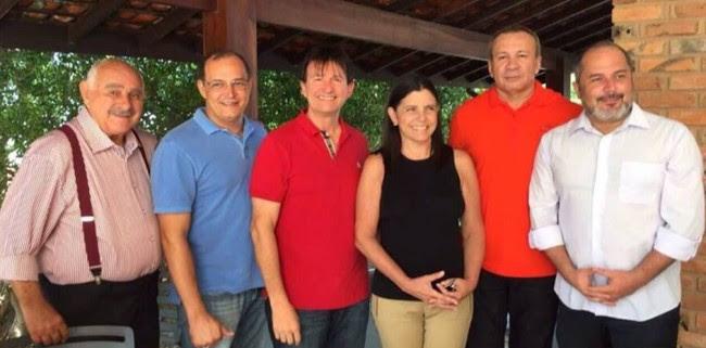 Roseana Sarney se reúne com seus ex-secretários em almoço no Olho D'Água