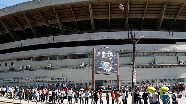 fila de torcedores no Morumbi para o jogo do São Paulo (Foto: Ag. Estado)