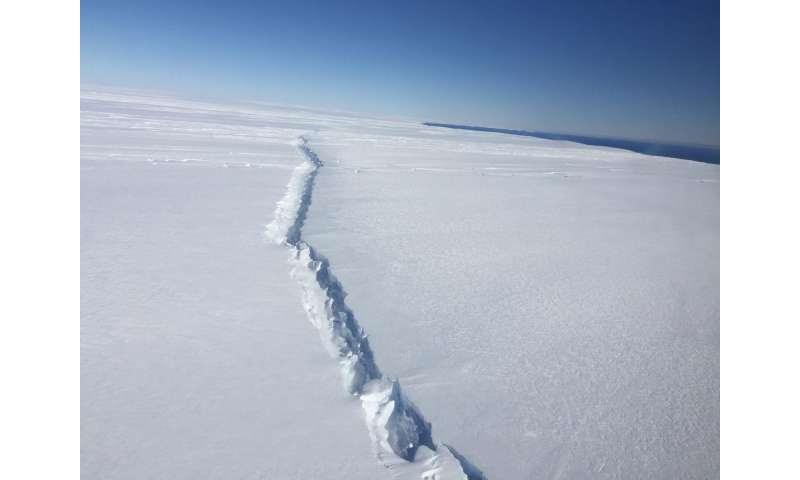Rekahan ais besar berlaku di West Antarctic