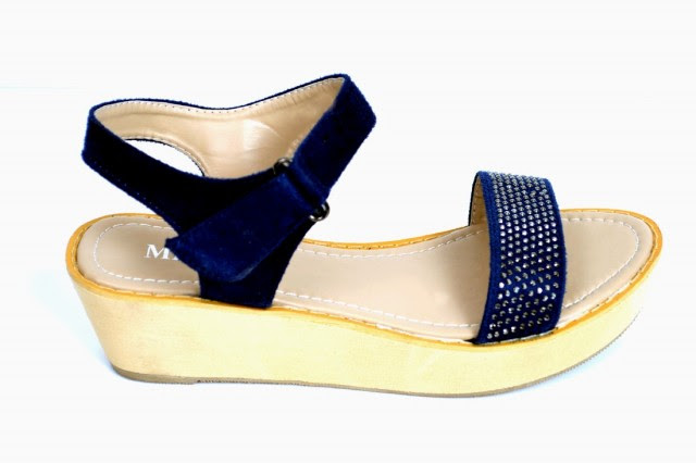 Girls-Womens-Beautiful-Casual-High-Shoes-Eid-Footwear-Collection-2013-by-Metro-Shoes-4