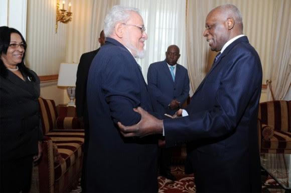 Risquet e Presidente angolano José Eduardo dos Santos, em Luanda, fevereiro de 2014. Foto: Jornal de Angola
