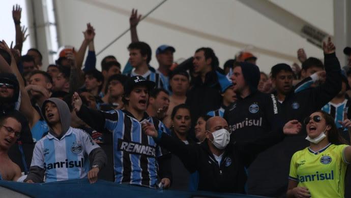 Torcida do Grêmio no Beira-Rio (Foto: Diego Guichard)