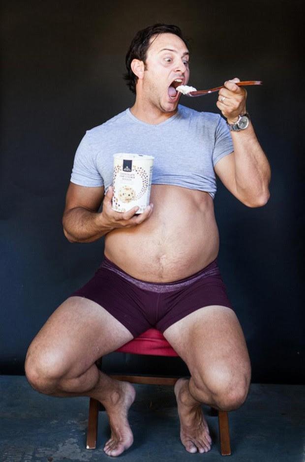 Homem fez poses clássicas em sessão de fotos para grávidas e galeria de fotos bombou na web (Foto: Reprodução/Imgur/DruishPrincess69)