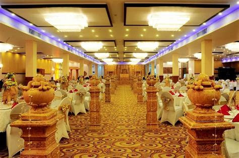 1000  ideas about Wedding Banquet Halls on Pinterest