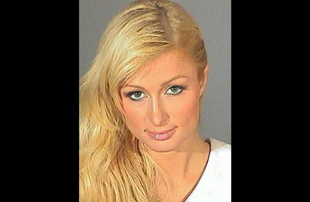 Esta é Paris Hilton em 7 de setembro de 2007, quando foi detida sob acusação de dirigir sob efeito de álcool e/ou outras drogas. Ela teve de ficar 45 dias em prisão domiciliar. (Foto: Divulgação)