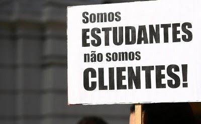 Estudantes protestam contra aumento do preço das refeições