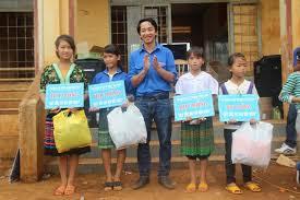Bí Thư đoàn chuyên lo đồng phục, sách vở… cho học sinh nghèo