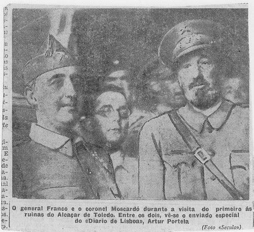 Francisco Franco, Artur Portela y José Moscardó el 29 de septiembre de 1936 en el Alcázar de Toledo. Foto de Leopoldo Nunes para O Século