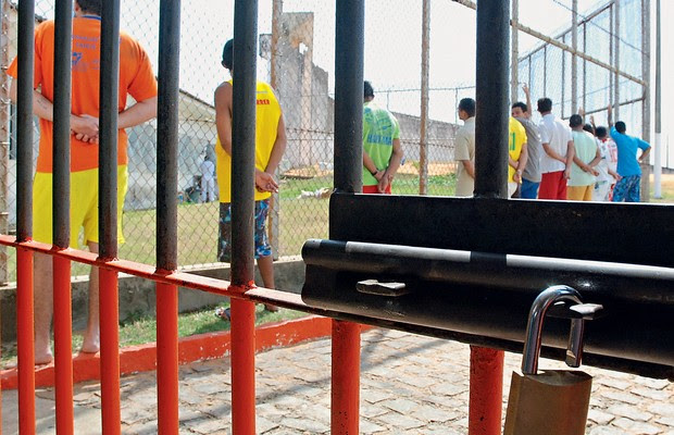 SUPERLOTAÇÃO Internos no presídio de Alcaçuz. São 800 presos num lugar onde caberiam, no máximo, 600 (Foto: Carlos Santos/DN/D.A Press)