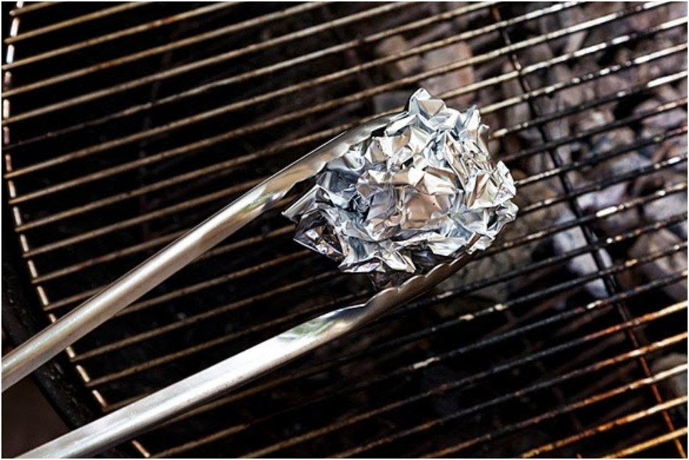 Use-aluminum-foil-to-clean-your-grill-without-chemicals