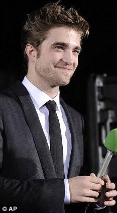Robert Pattinson  Daftar 10 Pria Terseksi di Dunia Versi Glamour