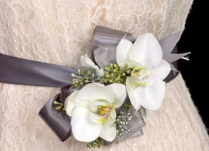 Floral Belt - David Kesler, Floral Design Institute, Inc., in Portland, Ore.