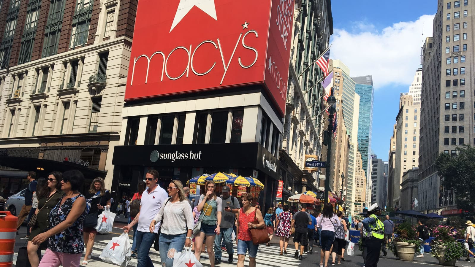 Activist investor Jana Partners takes stake in Macy's, urges spin-off of digital biz