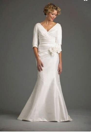 Wedding Dresses for Brides Over 60 & 65   Trendy
