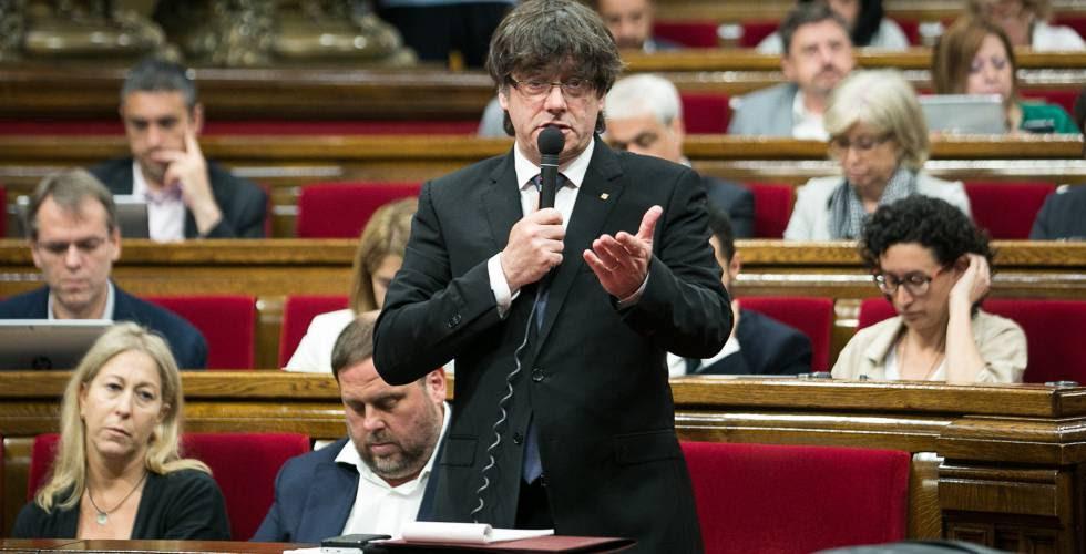 El presidente de la Generalitat, Carles Puigdemont, en el Parlamento catalán.