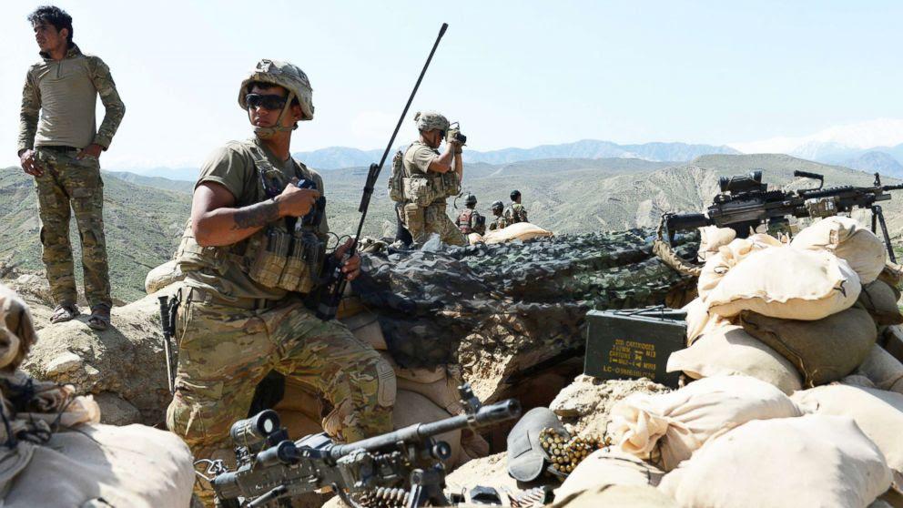 איין זעלנער אומגעקומען און 4 פארוואונדעט אין אפגאניסטאן