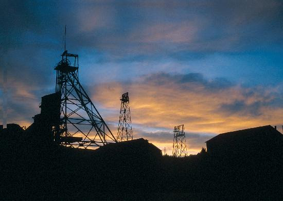 http://media-cdn.tripadvisor.com/media/photo-s/01/8d/f0/7e/headframes-from-butte.jpg