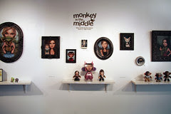 MONKEY-IN-THE-MIDDLE-04