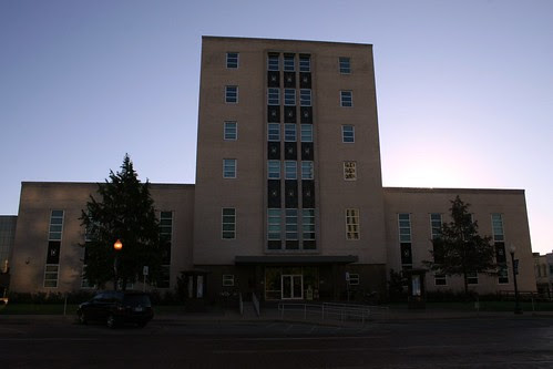 sun behind the smith county courthouse