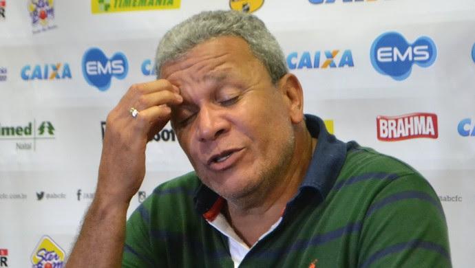 Hélio dos Anjos - técnio do ABC (Foto: Jocaff Souza/GloboEsporte.com)
