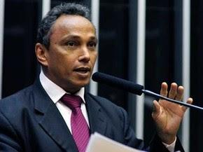 Deputado Sibá Machado durante discurso no plenário da Câmara (Foto: Gustavo Lima / Agênca Câmara)