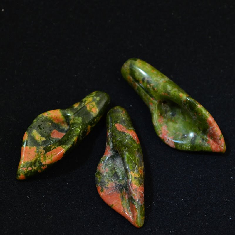 s16230 Stone Beads -  Carved Lily Flower - Unakite (1)