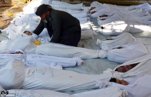 Centenas de crianças estavam entre os mais de 1.400 mortos por o que autoridades norte-americanas pediram um ataque com gás sarin no bairro da Duma de Damasco em 21 de agosto