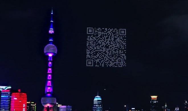 Рой дронов нарисовал в ночном небе Шанхая QR-код для рекламы видеоигры
