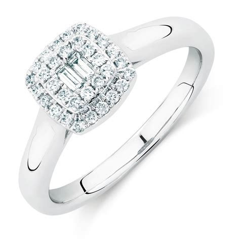 Engagement Ring with 0.29 Carat TW of Diamonds in 10kt