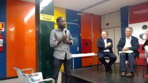 O congolês Pitchou Luambo foi um dos imigrantes que tomaram a palavra no ato. Crédito: Rodrigo Borges Delfim/MigraMundo