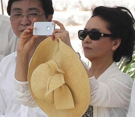 iPhone 5, Trung Quốc, Bành Lệ Viện, đệ nhất phu nhân,