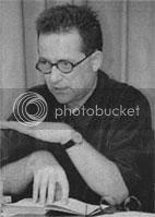 Joaquim Manuel Magalhães nasceu em 1945 no Peso da Régua.