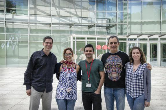 <p>Los investigadores David Sancho, Rebeca Acín-Pérez, Michel Enamorado Escalona, José A. Enríquez y Sarai Martínez-Cano. / CNIC</p>