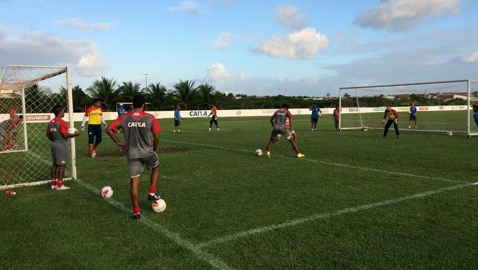Treino América-RN campo reduzido (Foto: Jocaff Souza/GloboEsporte.com)