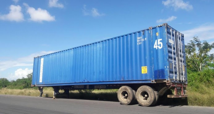 Aduanas dice someterá comerciantes adquieran mercancía robada de furgón