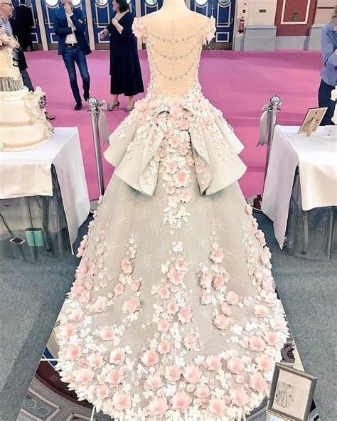 Amazing life size wedding dress cake ? Vuing.com