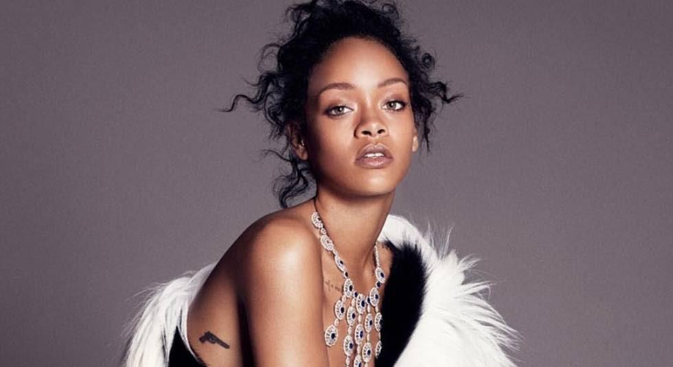 Rihanna, con algunos de sus diseños para Chopard.