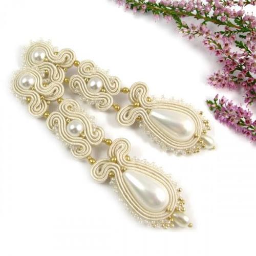 Biżuteria ślubna z perłami.
