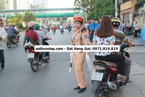 nữ công an giao thông
