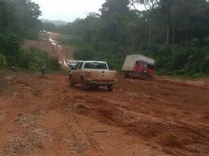 Atoleiros atrasam viagens para Laranjal do Jari (Foto: Dalton Pacheco/Arquivo Pessoal)