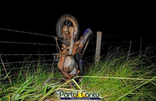 Laranjeiras - Moto fica pendurada após grave acidente na BR-565