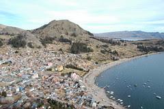 ville de Copacabana et le lac Titicaca
